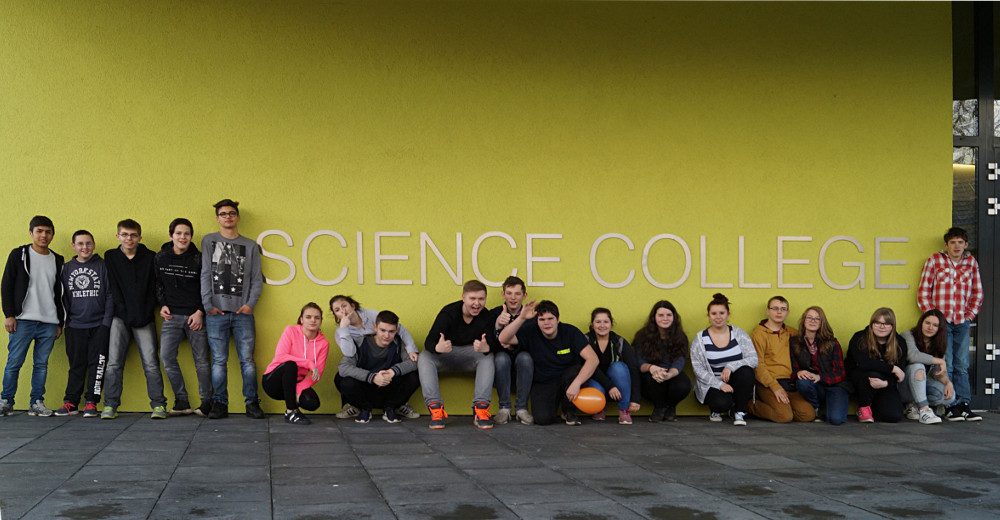 k 8a Besuch im Science College wb